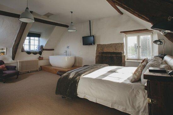 Orla bedroom - super king size bed, en suite shower and bath in the room