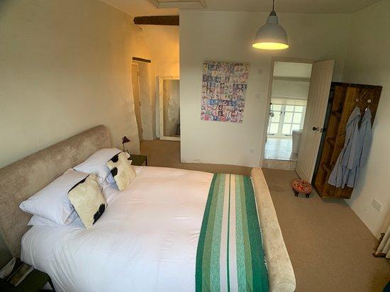 Otis room - king size bed and en suite shower
