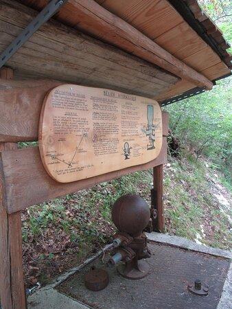 Sentier botanique de Vermes avec ses nombreux panneaux didactiques le long du parcours.