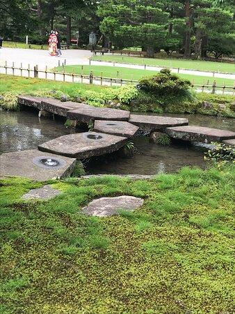 桜の季節も雪の時期も素晴らしいですが、 新緑の今は気候も穏やかで園内の散策が気持ち良かったです。