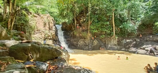Pagadian City, الفلبين: Ditoray Falls Pagadian City Hindi malinao ang tubig kasi ulan nung pumanta kami dito, pero nice ang area tapos pweding mag cliff diving