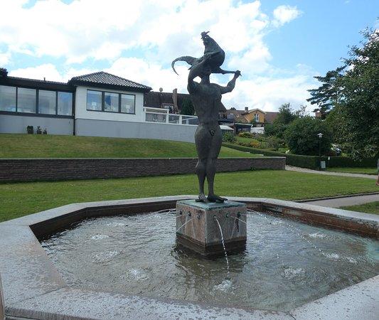 Statyn ''minnesbrunnen''