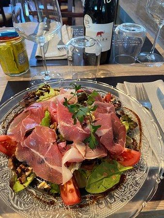 salade repas estivale, salade, tomate, Serrano, noix, bleu.