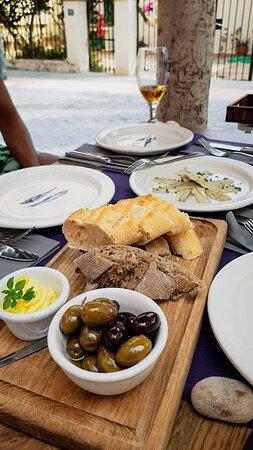 Bread and Olives with Saffron Aloili