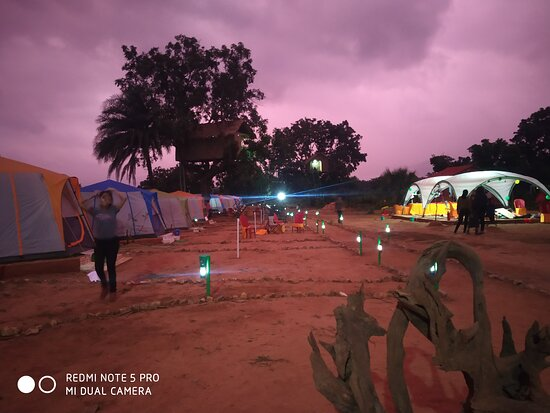 Purulia District, อินเดีย: Tong camp... Camp site at twilight
