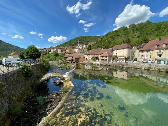 Lods, ฝรั่งเศส: Jolie petit village d'anciens vignerons