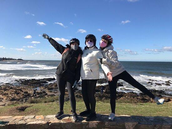 225.07.2020 - En busqueda de la ballena franca - Retorno por barrios - Turismo interno - Punta del Este - Distancia- bicicletas y cascos desinfectados. Familia disfrutando.