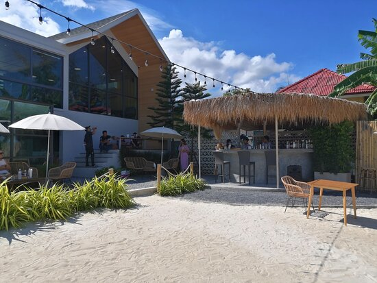 The beach bar of Cafe Amazon, and outdoor seating