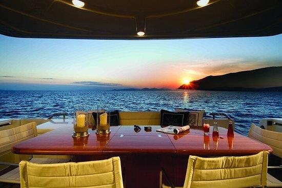 Croisière privée à Santorin avec yacht...