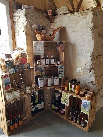 Marcilhac-sur-Cele, France: Petit dépôt vente des producteurs locaux