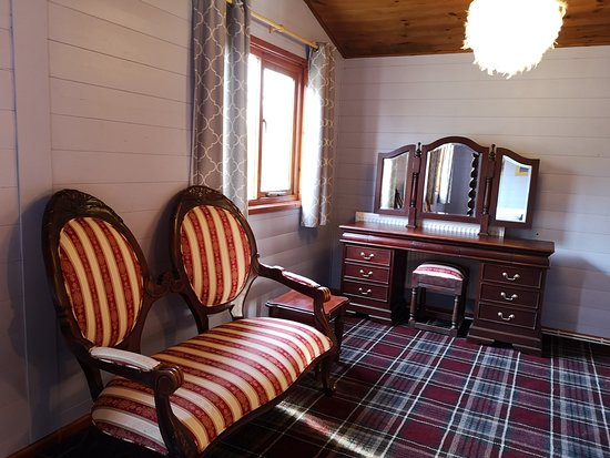 Magpie 2 - King Size Four Poster - Hot Tub