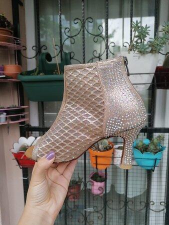 איסטנבול, טורקיה: istanbul da dans ayakkabısı almak için en güzel en kaliteli ve çok hoş bir shoroom a sahip bir yer real dance shoes  https://www.realdanceshoes.com/
