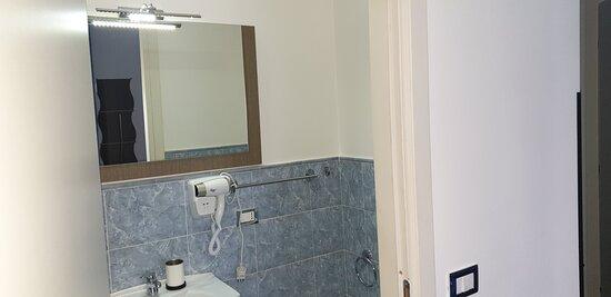 bagno stanza blu