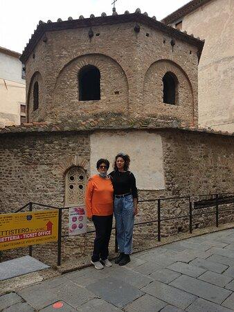 Albenga, Via Battistero, i Battistero Paleocristiano (Sv)
