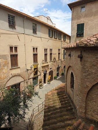 Albenga, dal Palazzo Vecchio,  Battistero Paleocristiano, Via del Battistero (Sv)