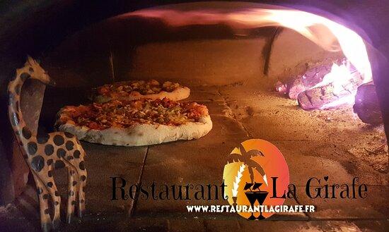 Provencheres-et-Colroy, Frankrijk: Véritable pizzas au feu de bois cuitent devant vous sur place ou à emporter.