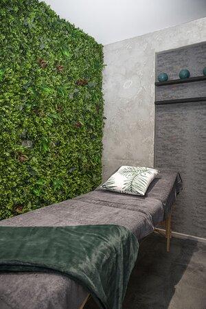 Zen Beauty Lounge Massage Bed