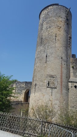 Rauzan, France : tour a monter !