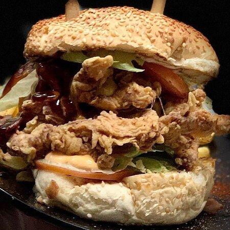 •The Burger has changed🍔 🛵2713006152 🖥 efood,Deliveras 🛵 ————————————————— #DrunkDog #Tripoli #Burger #HandMade #AlwaysOnTop #Delivery