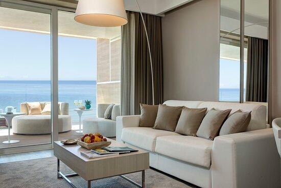 Prestige Suite - living room
