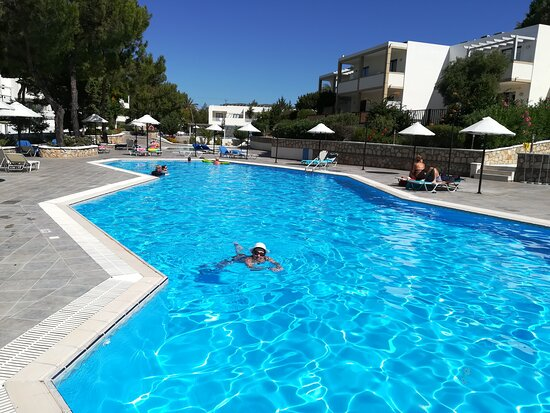 Dies ist der ruhige Pool in der Miraluna-Anlage den Kiotari Urlauber mit benutzen dürfen aber keine Getränke bekommen!