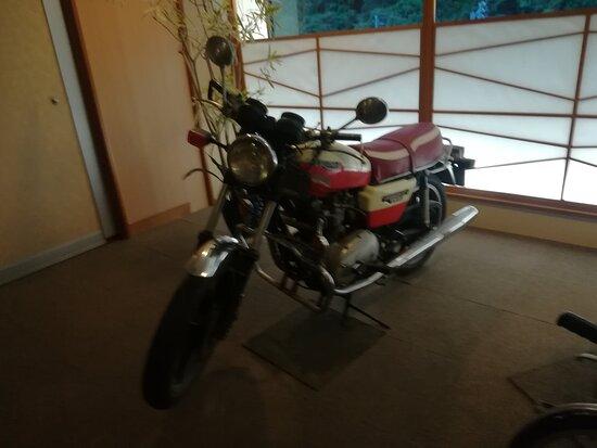 アンティーク・バイクの展示