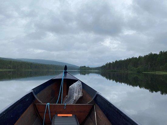 Lemmenjoki veneeltä käsin.