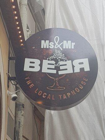 Atmosfera unica e ottima degustazione di birra.
