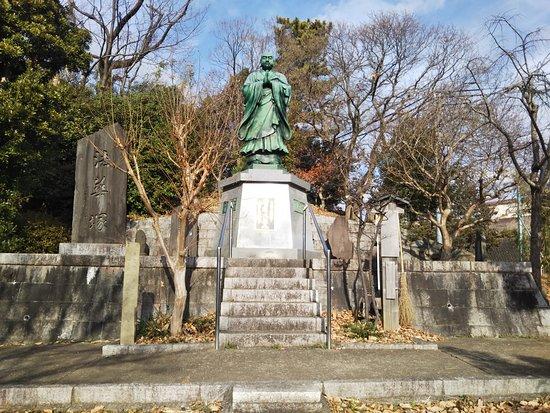 Hokkezuka Nichiren Daiseijin Sculpture
