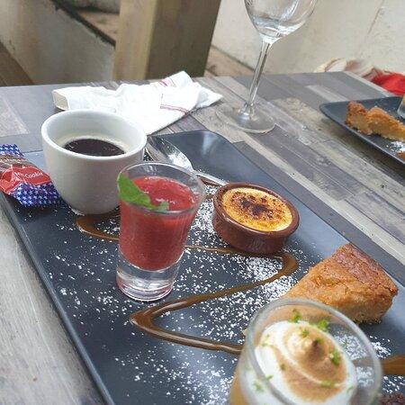 Tres bon plat  de ceviche de gambas pochées aux  fraises,onglet de beouf corande et café  gourmand  .un vrai régale   à découvrir  absolumen