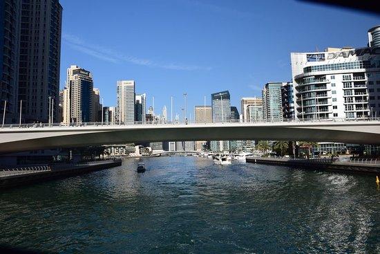 Проход под мостом.