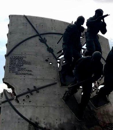 Памятник бойцам специальных подразделений Российской Федерации