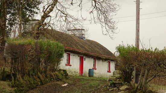 Bruckless, Ireland: Stroh-gedecktes. Haus