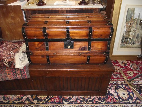 ME – YORK - TANGIBLES ANTIQUES – ANOTHER TRUNK