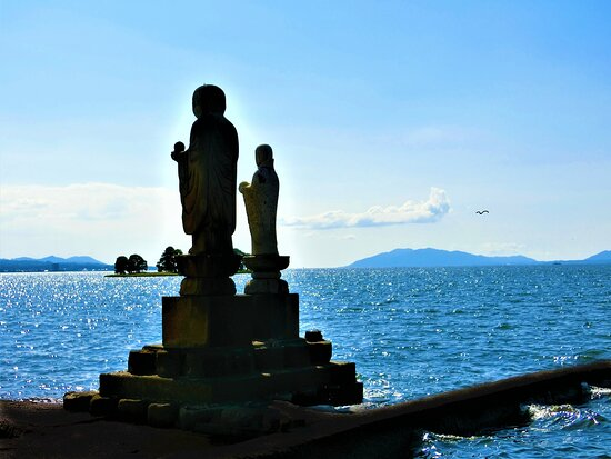 Shimane Prefecture, Japan: A couple of Jizo stones at Shinjiko lakeside were set up to hold a memorial service for  the victims of  maritime accidents.