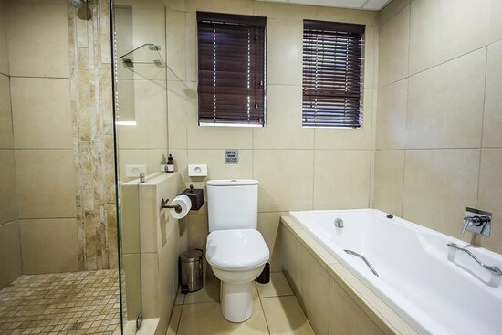 Mtunzini, Južna Afrika: One of the upstairs full en suite bathrooms.
