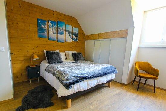 Room - apartment Le Granier for 5 people in L'étang de la Tourne with mountain view