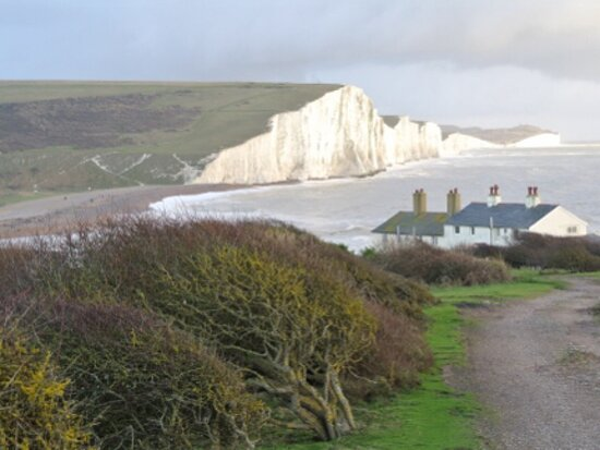 Birling Gap, UK: The classic view of the coastguard cottages and the seven sisters. Highly photographed location!