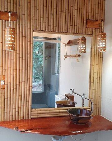 Banheiro privativo dos decks