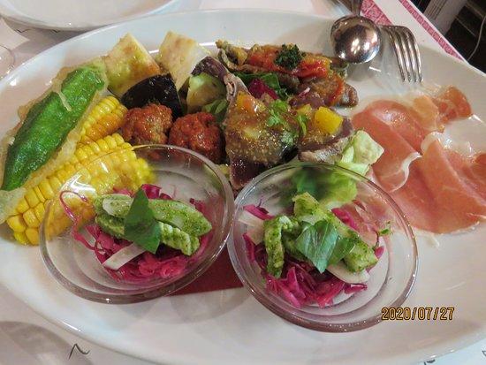 前菜;パルマ産生ハムと季節の前菜盛り合わせ