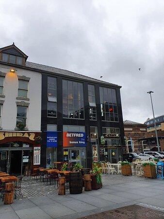 Pubs on Williamson Square