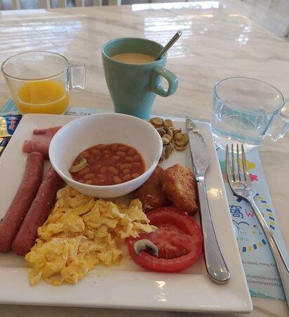 早餐只能說一般,但是價錢算是很經濟HKD 33一份,任飲橙汁及咖啡奶茶。