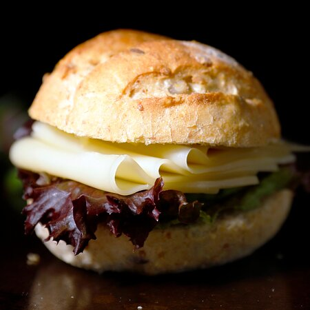 Wir bereiten Ihnen gerne diverse Sandwiches für alle möglichen Anlässe, auch im Takeaway, Lieferservice und Catering. Gerne stellen wir auch Lunchpakete zusammen.