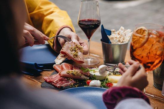 PiadaPiave, il primo ed unico ristorante di Pescara specializzato in Piadine Gourmet. La nostra è più di una Piada... è un'esperienza! #MakePiadaGreatAgain