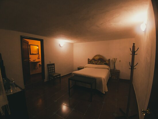 Habitación sencilla, ideal para una pareja.