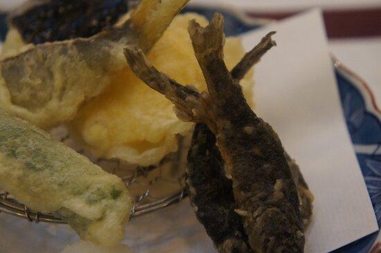 てんぷら。アマゴに季節の野菜