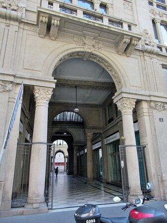 L'ingresso in Via Armorari