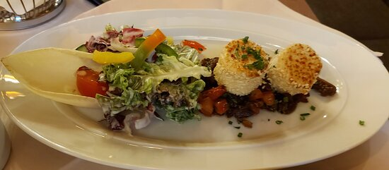 Salad melange with gratinated goat cheese in sesame coating