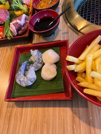 Wir haben dieses neue Japanische BBQ Restaurant entdeckt und sind gleich 2 mal innert 1 Woche da gewesen. Einfach Top!