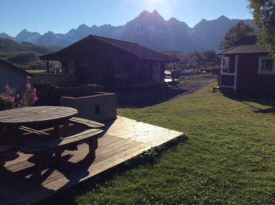 Tengelfjord, Norwegen: Firepit, tent and reception area